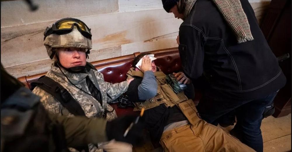 4 saatlik kongre binası işgalden sonra Beyaz Saray'dan 3 istifa