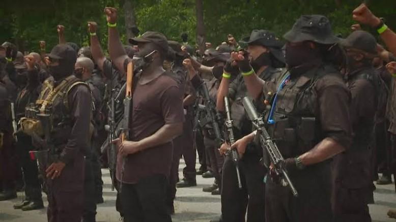 Ağır silahlar taşıyan yüzlerce Siyahi ABD'de yürüdü (VİDEO)