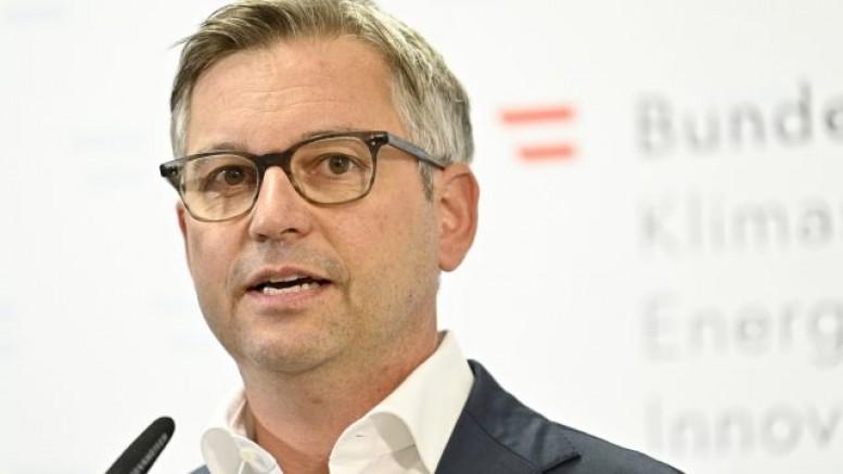 Avusturya Çevre Koruma Bakanı Magnus Brunner, yurt dışı uçuşlar için aşı zorunluluğu düşünülmeli!