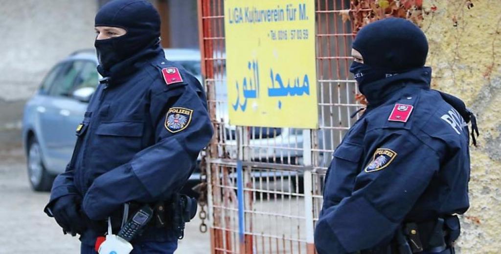 Avusturya polisi sabah saatlerinde 60 ayrı adrese terör baskını düzenledi
