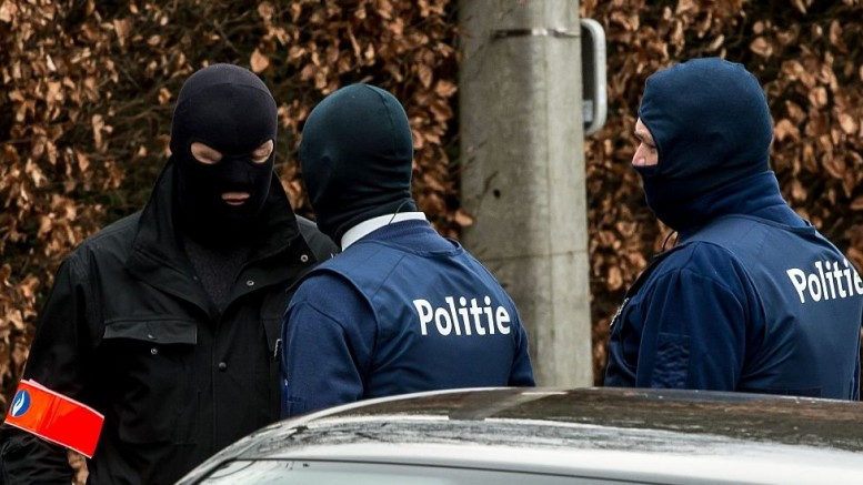 Belçika'da ağır silahlar çalarak firar eden aşırı sağcı asker aranıyor: Bölgedeki camiler kapatıldı