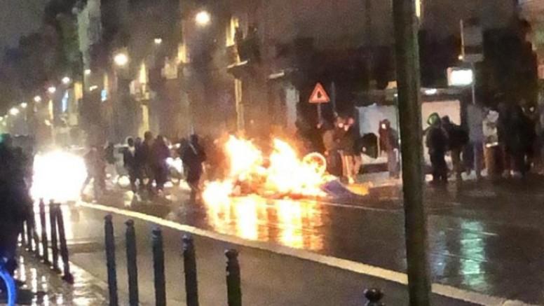 Belçika'daki ibrahima isimli siyahi gencin, polis işkencesinde ölümü sonrası olaylar çıktı (VİDEO)