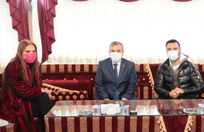 Belediye Başkanı Demet Akalın ve Alişan için koronavirüs yasağını deldi
