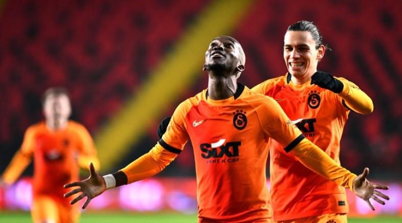 Beşiktaş ve Fenerbahçe'nin kaybettiği hafta Galatasaray 3 altın puan aldı