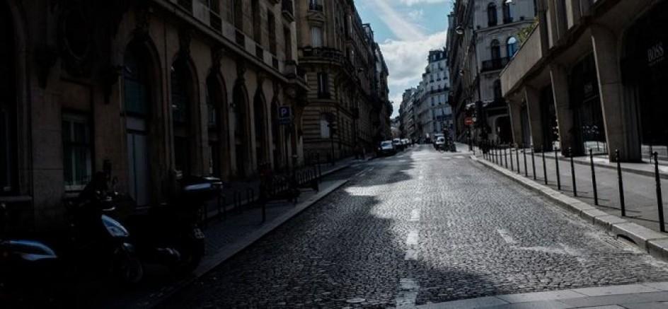 Birçok ülkede olduğu gibi Fransa'da 37 şehrinde sokağa çıkma yasağı getirdi