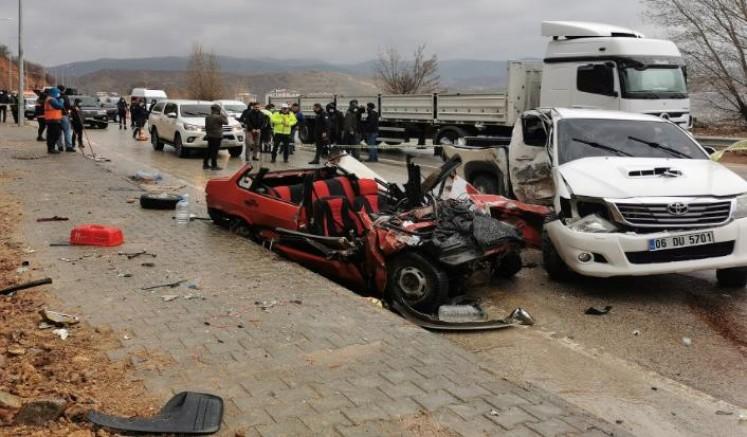 Dersim'de Meydana Gelen kazada 2 kişi öldü 1 kişi yaralandı