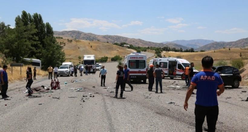 Dersim-Elazığ karayolunda meydana gelen kazada 1 kişi yaşamını yitirdi 5'i ağır olmak üzere 17 kişi yaralandı