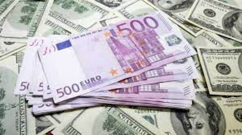 Dolar, Euro ve TL karşısında rekor kırdı