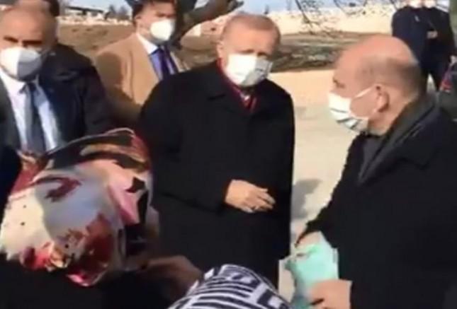 Elâzığ'da Yaşlı Kadın Erdoğan'a Seslendi: Açım Açım (VİDEO)