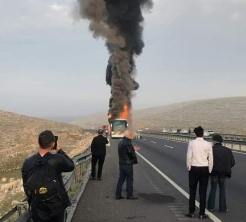 Faciadan dönüldü: Yolcu otobüsü alev alev yandı!_VİDEO_