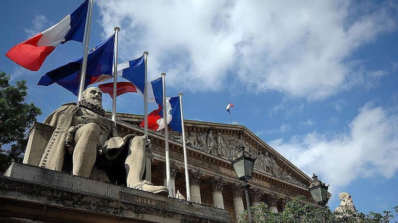 Fransa'da  Yargıtay başörtüsü nedeniyle İşten çıkarmak ayrımcılık dedi