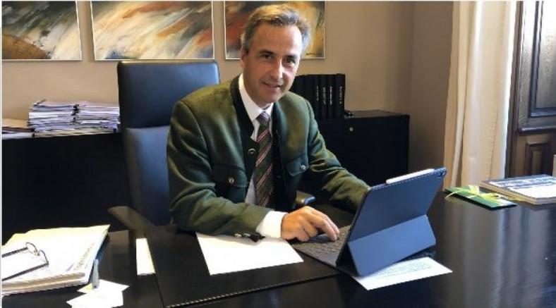 Graz Belediye Başkanı Siegfried Nagl, 17 Günlük Karantinadan Sonra Belediye Binasında Çalışmalarına Başladı