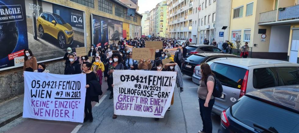Graz'da kadın cinayetleri protesto edildi (VİDEO)