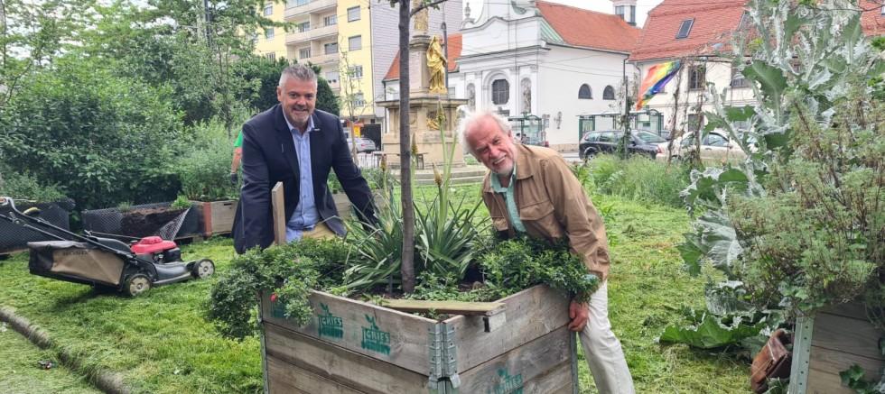 Grısplatz'da Gries Wirtschaft derneği ile Stadtreinigung park çalışması yaptı