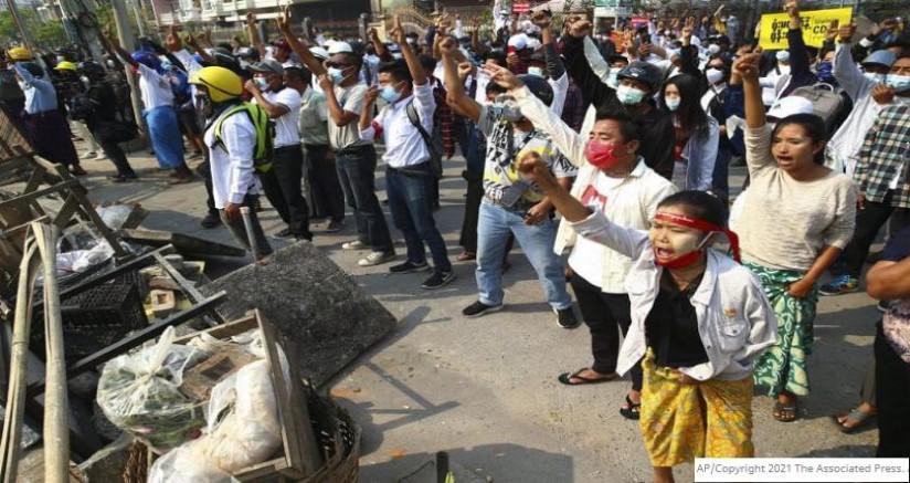 Myanmar'da darbe karşıtı gösteriler devam ediyor