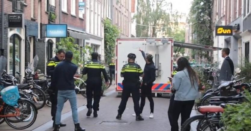 Hollanda'da tanınan Araştırmacı gazeteci Peter R de Vries'e, silahlı saldırı