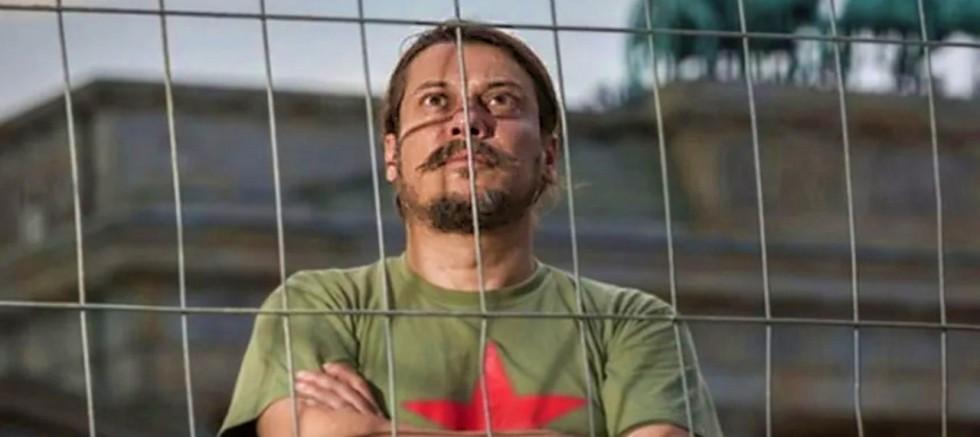 İki hafta önce evinde saldırıya uğrayan, Erk Acarer yine tehdit edildi