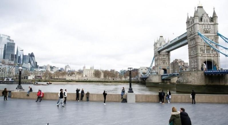 İngiltere'de daha sıkı kapanma Şubat'a kadar uzatıldı