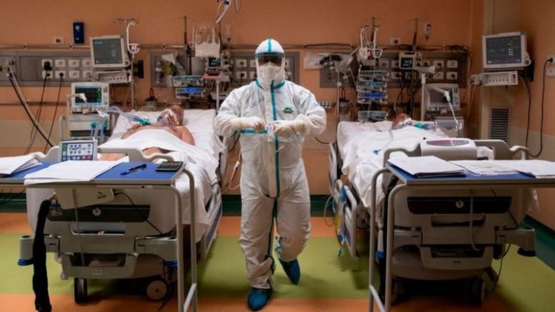 İngiltere'de Kovid-19 Nedeniyle Hastaneler Alarm Veriyor