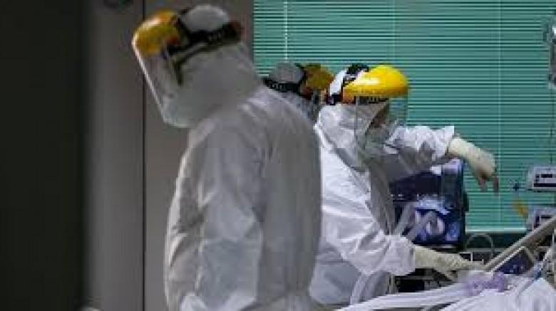 İngiltere'de son 24 saate koronavirüs kaynaklı 1820 can kaybı