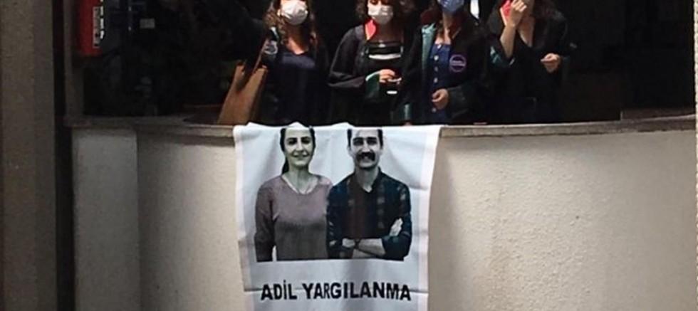 """Ankara  Adliyesinde """"Ebru ve Aytaç yaşasın"""" eylemi"""
