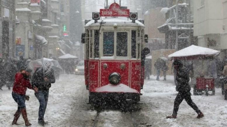 İstanbul'da Beklenen Kar Geldi, Bugün Ankara'da Beyaz Örtüye Bürünecek