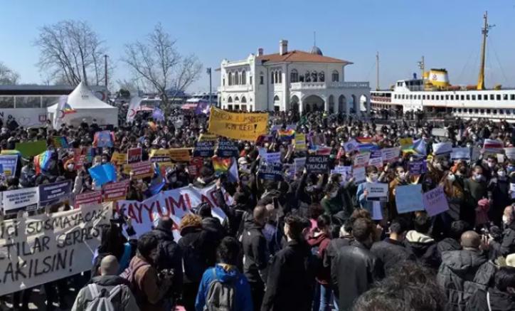 İstanbul Kadıköy'de açık alanlarda toplantı ve gösteri yürüyüşü yasaklandı