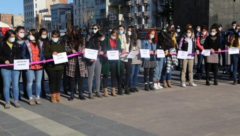 Kadınlar İstanbul Sözleşmesine karşı zincir oluşturuldu