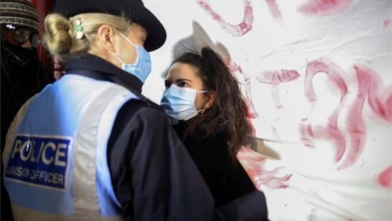 Londra'da Sarah Everard cinayeti protestosuna polis müdahalesi