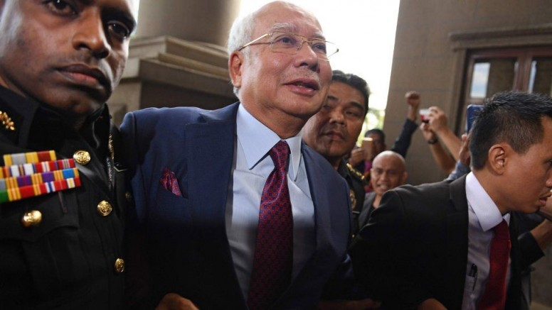 Malezya Eski Başbakanı Rezak, yolsuzluktan suçlu bulundu