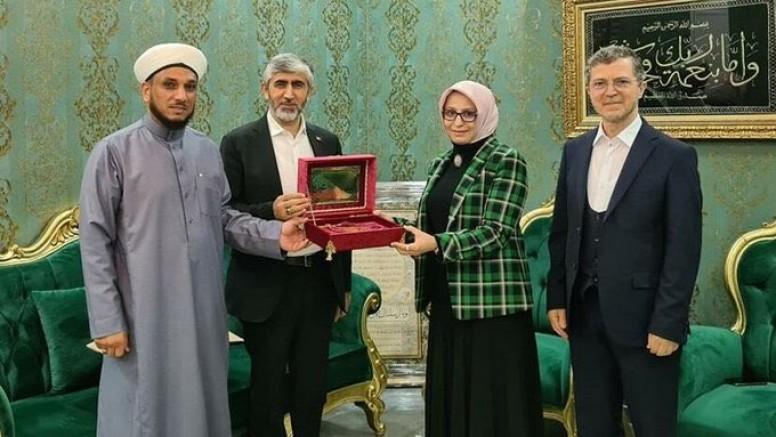 Milli Eğitim Müdürü ve Gençlik Spor İl Müdürü, Iraklı şeyhin İstanbul'daki tekkesini ziyaret etti