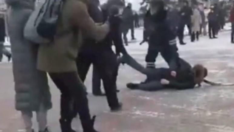 Moskova'daki protestolara polis müdahalesi: 40 gözaltı