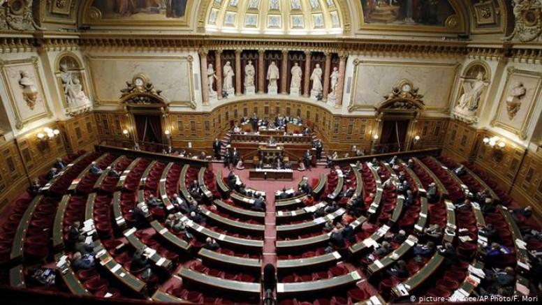 Müslümanların tepkisini çeken yasa Fransa Meclis'e kabul edildi