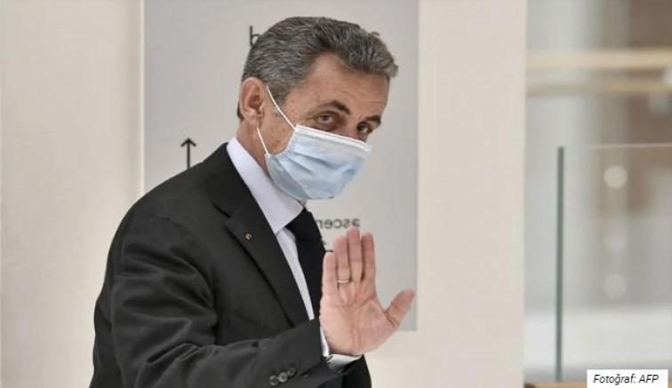 Nicolas Sarkozy'ye üç yıl hapis cezası