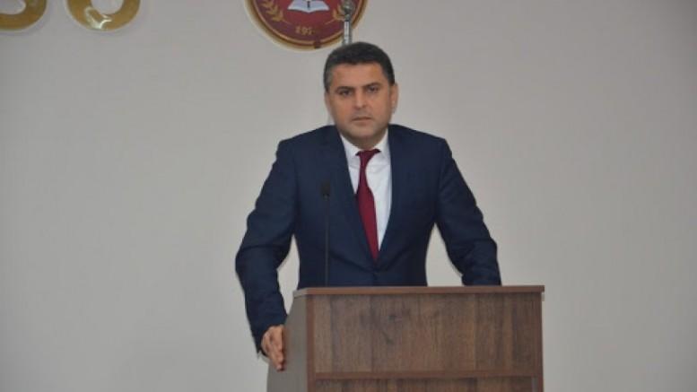 Polis Hatay Barosu Başkanı Ekrem Sönmez'i zorla gözaltına aldı