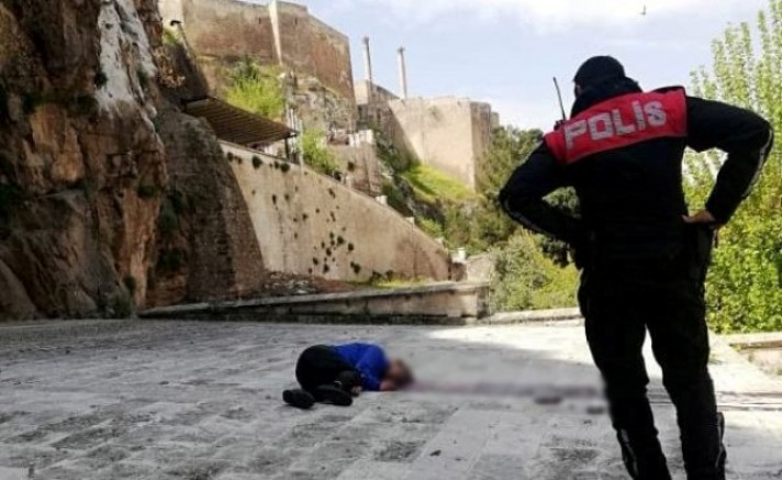 Şanlıurfa'da bir yurttaş tarihi kaleden atlayarak yaşamına son verdi