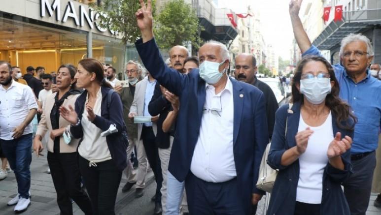 Taksim'de bir araya gelen Demokratik kitle örgütlerinden mücadeleye devam kararı