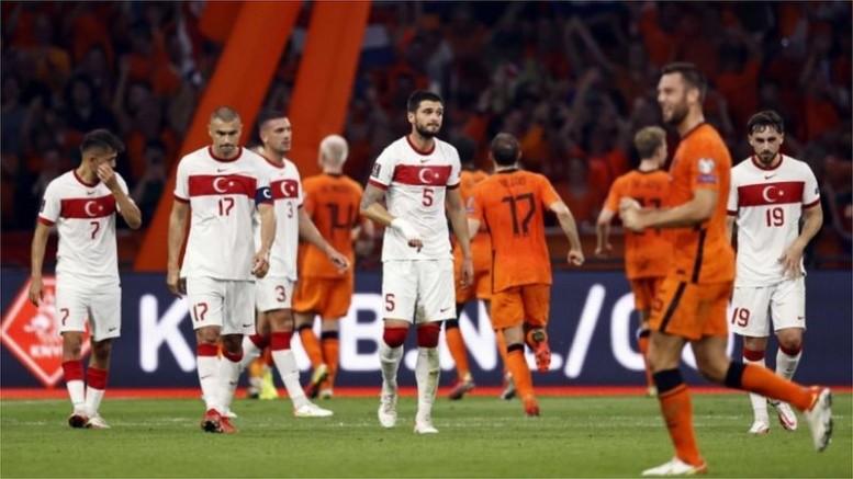 Türkiye Hollanda'ya 6-1 yenildi, Şenol Hocaya İstifaya çağrıları