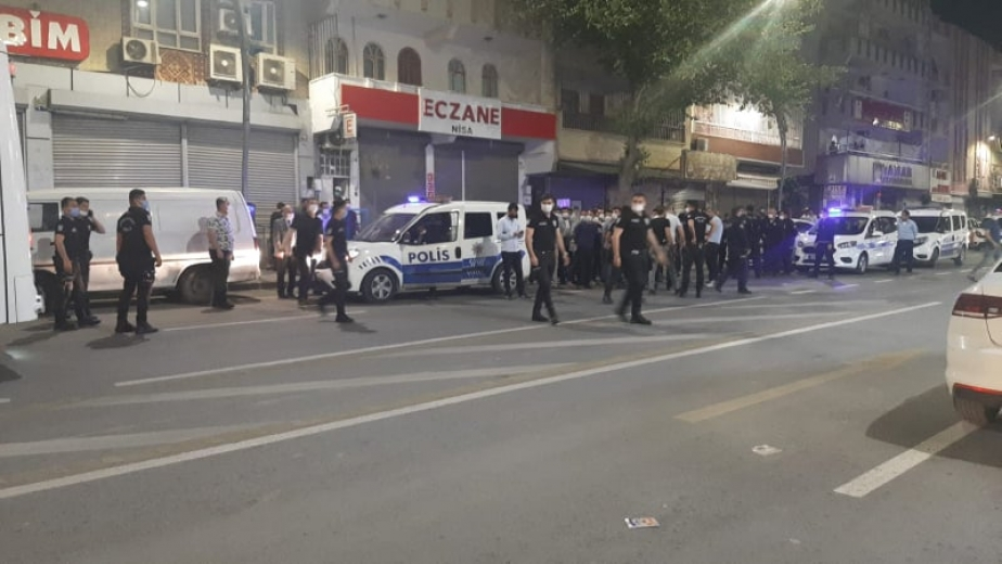 """Urfa'da """"Tam kapanma"""" kararını protesto eden esnaf ayaklandı(VİDEO)"""