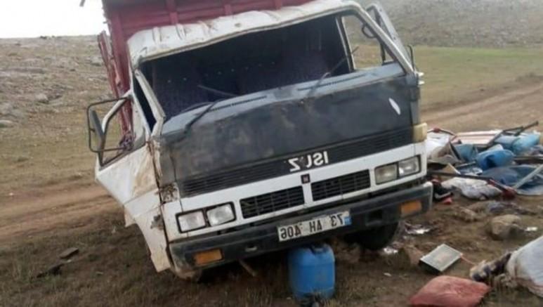 Van'da İşçileri taşıyan kamyon devrildi 1 ölü 17 yaralı