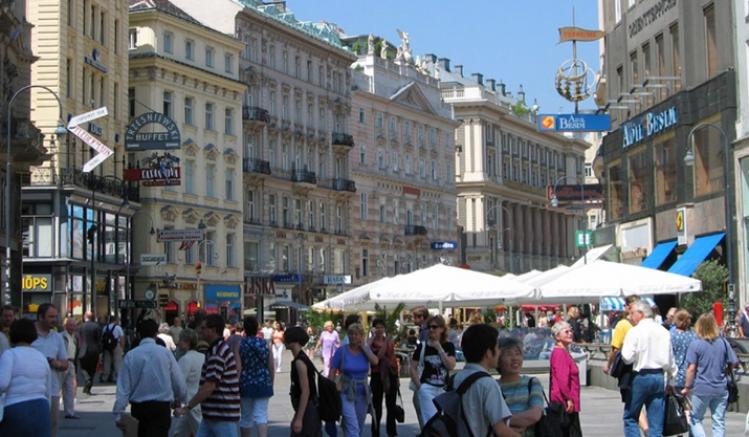 Viyana'da alışveriş merkezleri yeniden açıldı