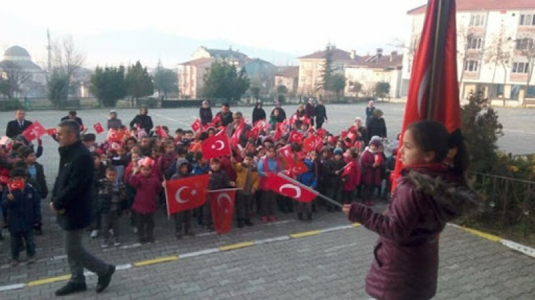 Yarın Türkiye genelinde tüm okullarda, bayrak töreni yapılacak