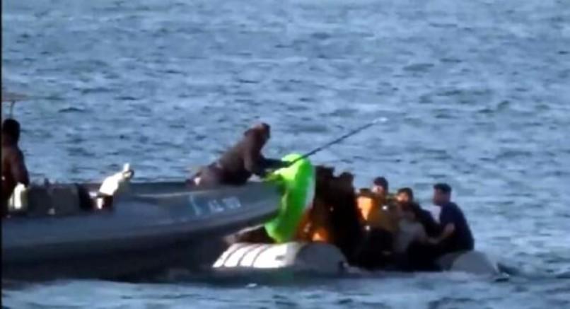 Yunan jandarması göçmen teknesini batırmaya çalıştı