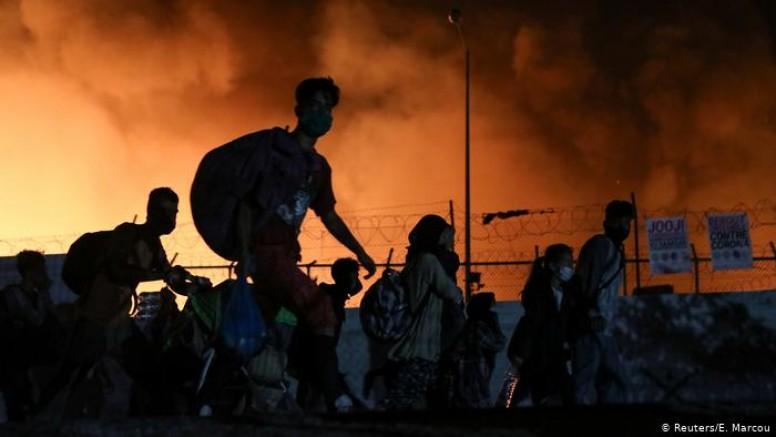 Yunanistan'ın Midilli adasındaki Moria sığınmacı kampında yangın çıktı (VİDEO)